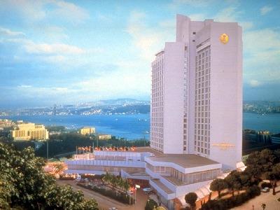 Hotel Ceylan Hotel de 5 estrellas junto al Bósforo y a la famosa plaza Taksim. Dispone de fabulosas visatas a toda la ciuad.