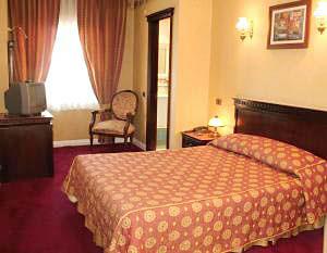 Hotel Sapphire Hotel céntrico en Estambul, cercano a las atracciones principales y conexión wifi gratuita en el todo el hotel.